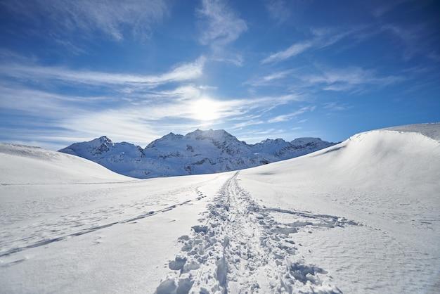 Pista de esqui nos alpes suíços