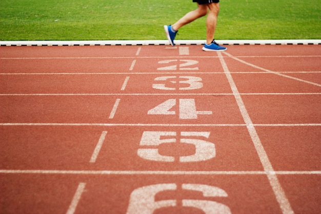 Pista pista, número, e, atletismo, pessoas, executando, exercício, ligado, a, pista, campo, ao ar livre