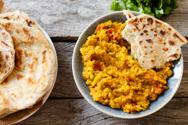 Pita e comida indiana picante