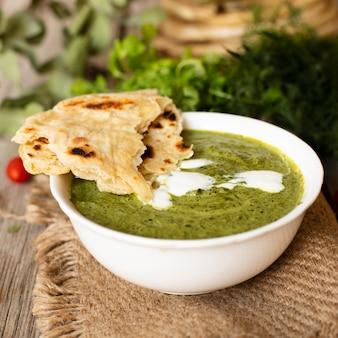 Pita e comida tradicional indiana
