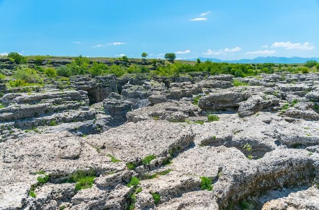 Pitorescas cataratas do niágara no rio cievna montenegro perto de podgorica