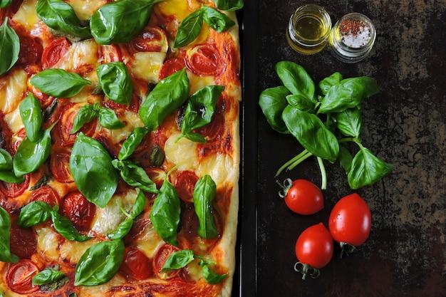Pizza caprese. dieta keto