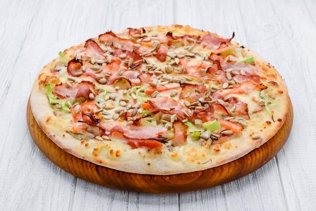 Pizza carbonara com bacon