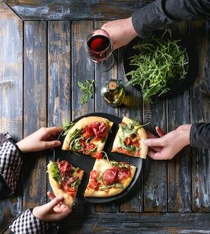 Pizza caseira com bresaola
