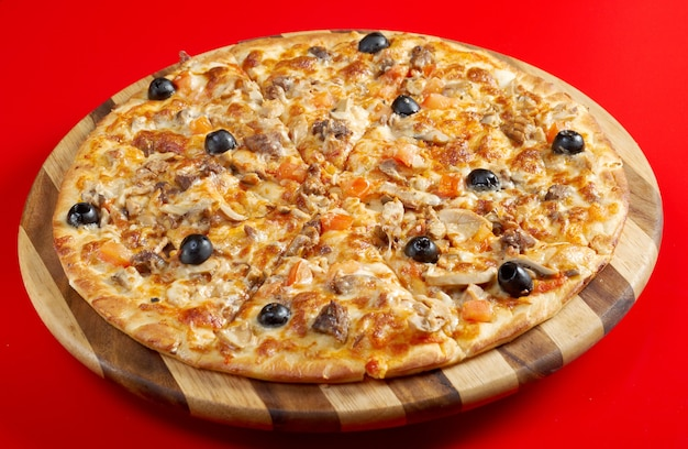 Pizza com carne de gengibre. cozinha italiana. estúdio