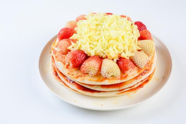 Pizza com morango e queijos