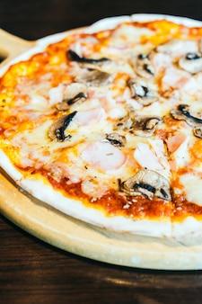 Pizza com presunto e cogumelo