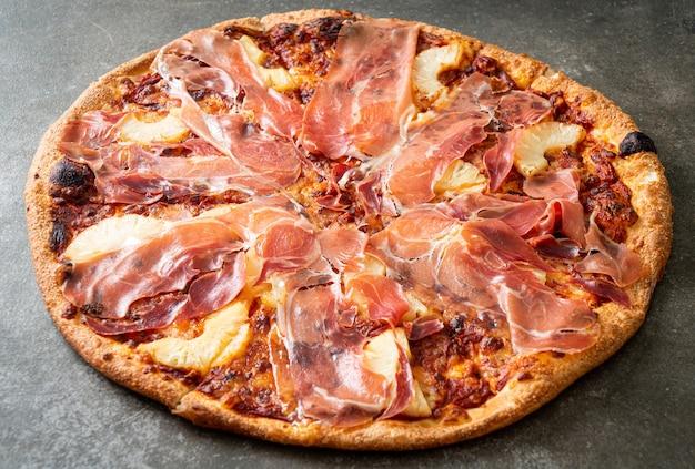 Pizza com presunto ou presunto de parma - comida italiana