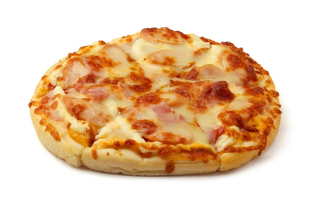 Pizza de bacon e presunto com cachorro-quente e pizza de queijo isolada no fundo branco recortar a profundidade de campo