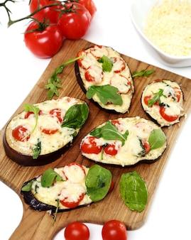 Pizza de berinjela com queijo
