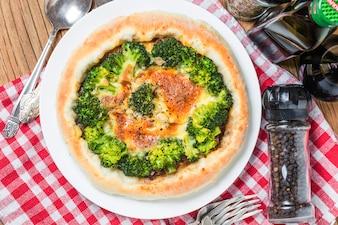Pizza de brócolis do mar