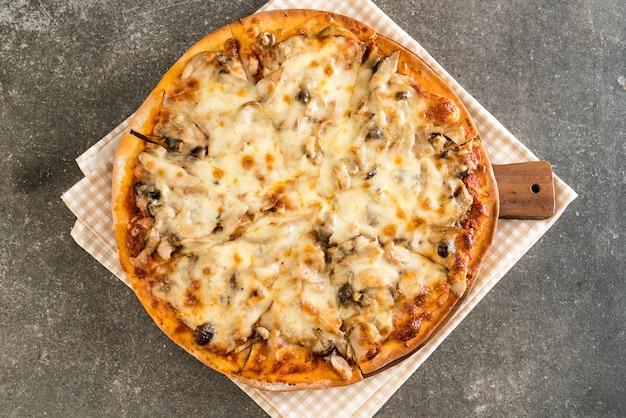 Pizza de cogumelos com molho miso