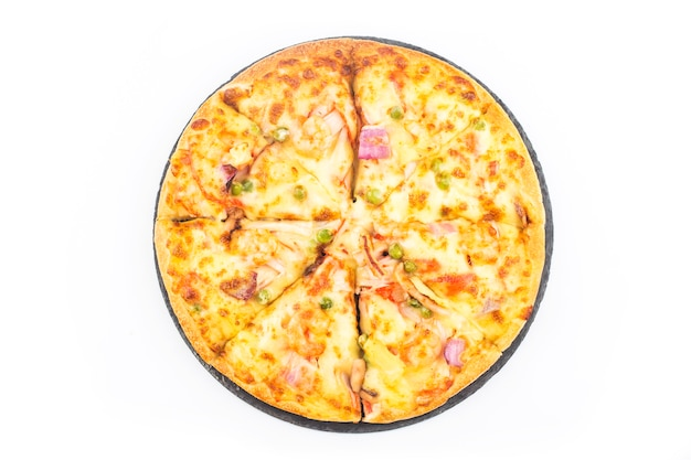 Pizza de frutos do mar em fundo branco