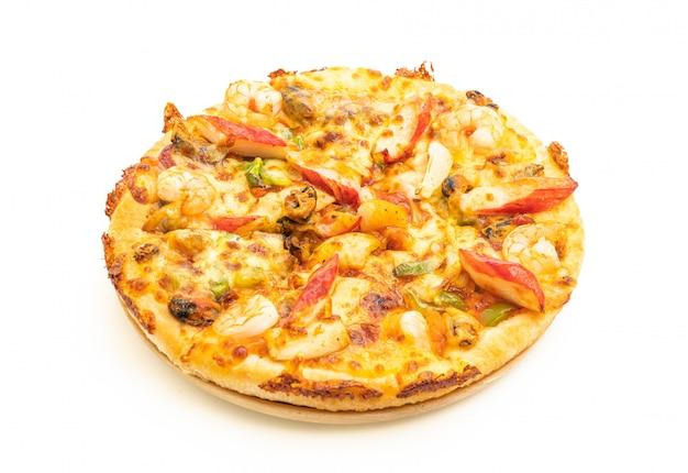 Pizza de frutos do mar na bandeja de madeira