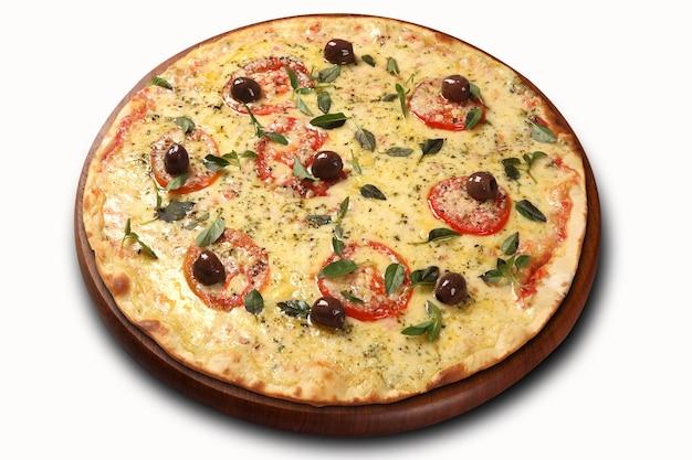 Pizza de queijo com tradicional molho de tomate, azeitonas e ervas