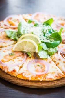 Pizza de salmão defumado