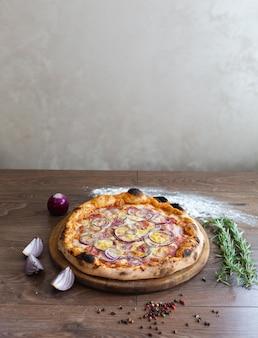 Pizza deliciosa, tradicional pizza italiana.