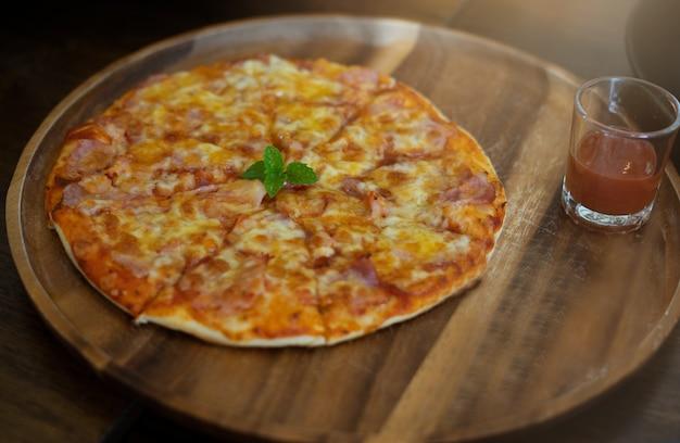 Pizza é um dos favoritos comida italiana em todo o mundo
