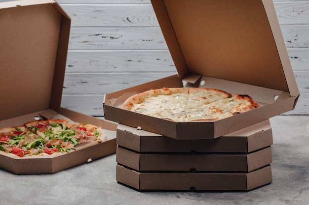 Pizza em embalagens, conceito de entrega de comida