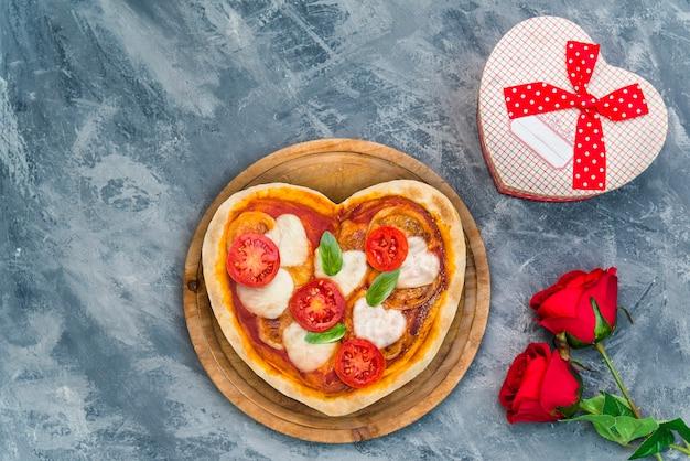 Pizza em formato de coração para uma noite especial