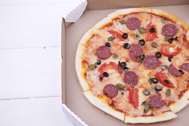 Pizza em uma caixa
