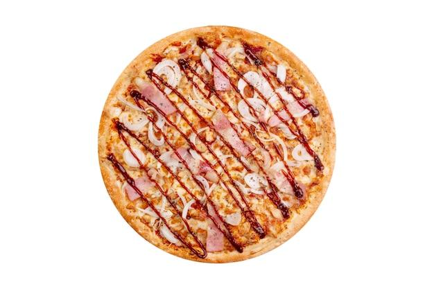 Pizza isolada no fundo branco. fast-food quente