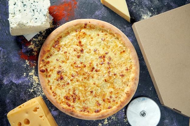 Pizza italiana assada no forno com queijo derretido