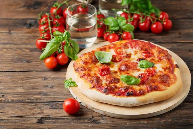 Pizza italiana caseira margherita