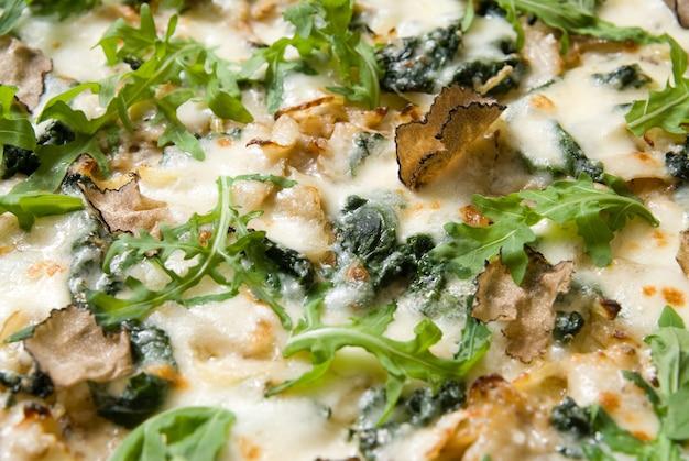 Pizza italiana com trufas