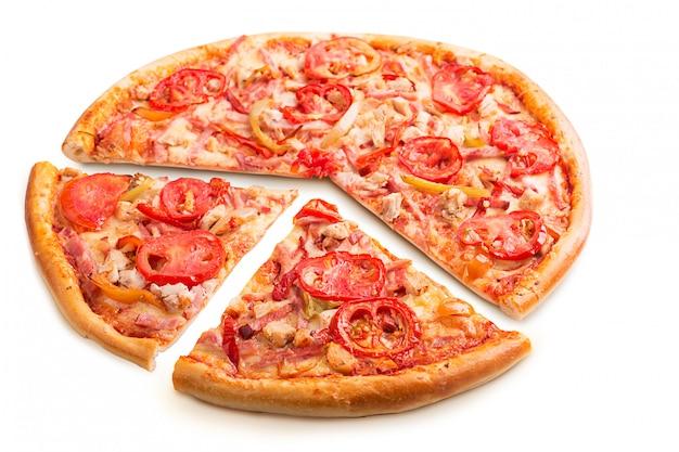 Pizza italiana deliciosa isolada