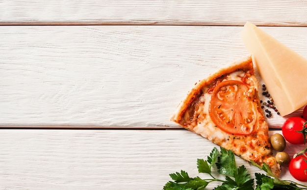 Pizza italiana saborosa fresca. comida rápida.
