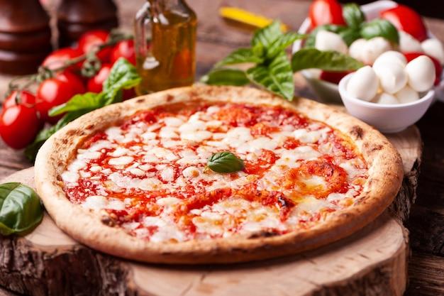 Pizza margherita caseira