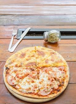 Pizza meat lover e queijo