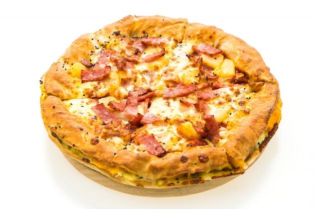 Pizza na bandeja de madeira