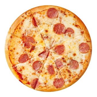 Pizza napolitana de linguiça isolada no branco