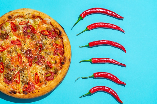 Pizza pop art em fundo azul