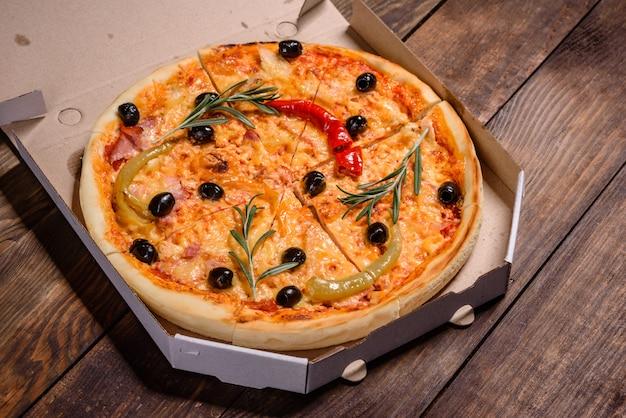 Pizza quente saborosa, receita tradicional italiana