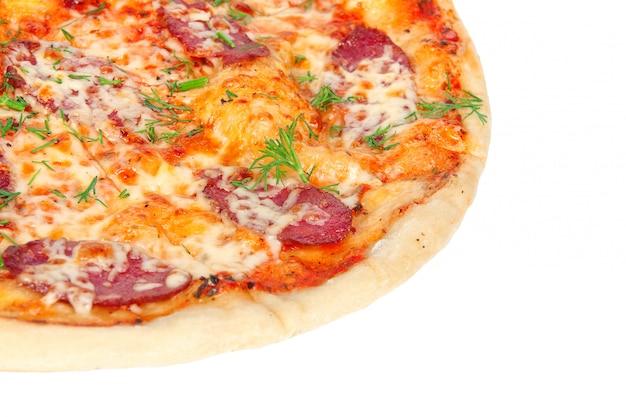Pizza saborosa com salame e queijo
