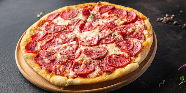 Pizza salame fast food pepperoni salsicha queijo molho de tomate massa refeição fresca lanche