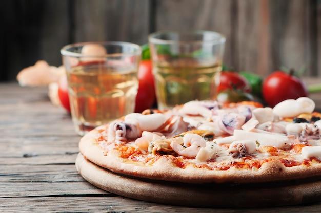 Pizza tradicional italiana com frutos do mar