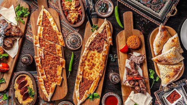 Pizza turca pita com um recheio diferente.