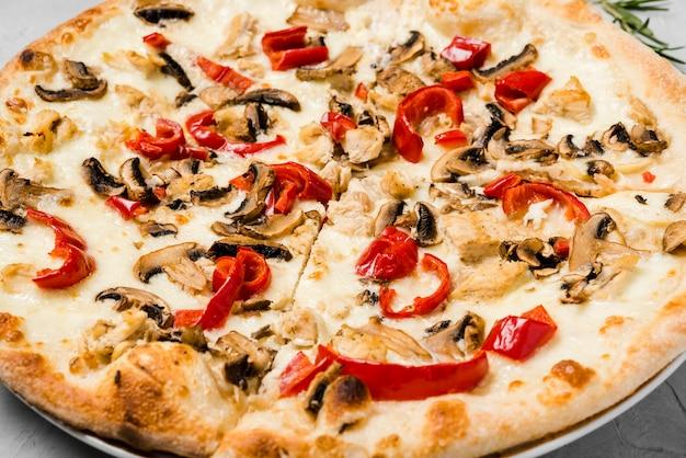 Pizza vegetariana crocante close-up