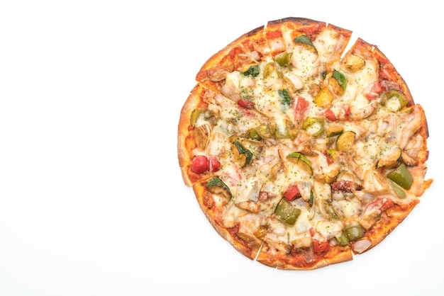 Pizza vegetariana em fundo branco