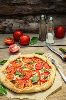Pizza vegetariana. foco seletivo. natureza alimentos orgânicos.