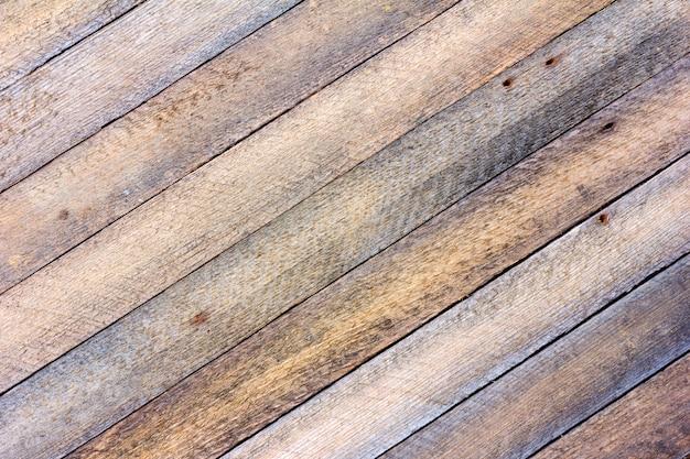 Placa cinzenta velha do celeiro da textura do fundo com as venezianas de madeira diagonais. foto tonificada