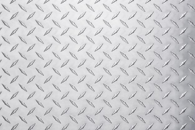 Placa de aço metálico com padrão de diamante