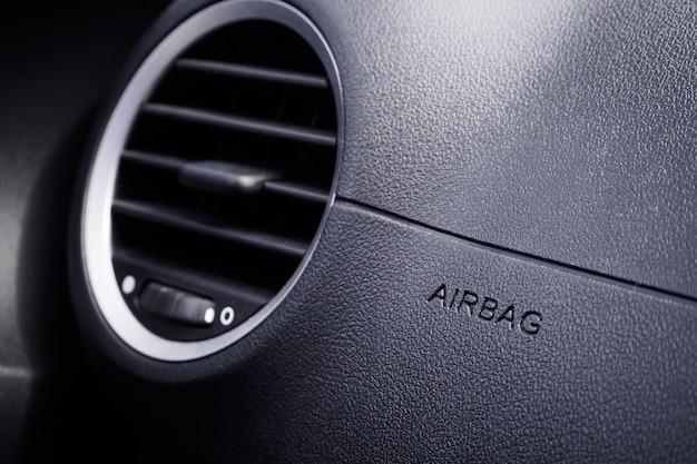 Placa de airbag de segurança no carro