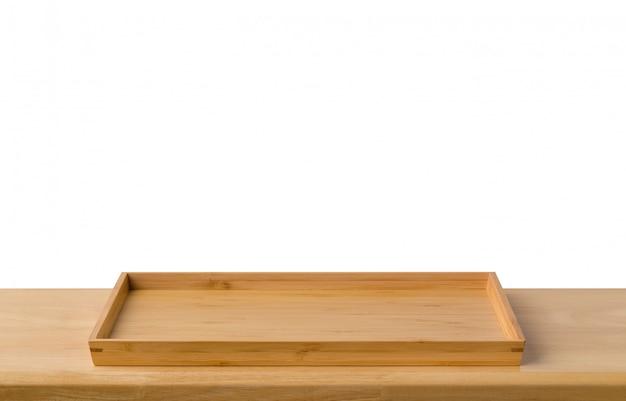 Placa de bandeja de bambu sushi vazio na mesa de madeira