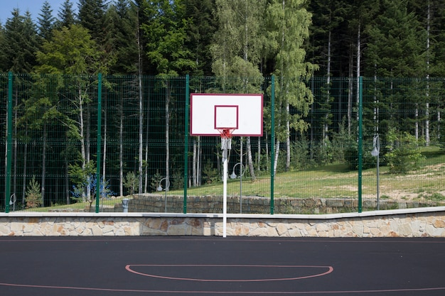 Placa de basquete no recreio