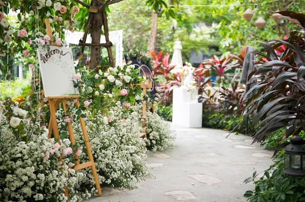 Placa de boas-vindas de casamento com linda flor